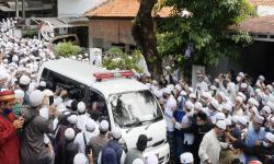 Salawat dan Takbir Iringi Pemakaman Habib Ali