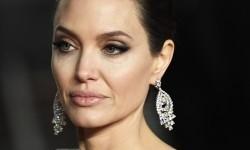 Angelina Jolie Perjuangkan Pendidikan Anak-Anak Pengungsi
