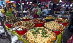 Pedagang Pasar Ramadhan Malaysia <em>Jualan Online</em>