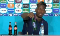 Bintang Sepabola Prancis, Paul Pogba singkirkan minuman beralkohol, yakni bir Heikenen, dari meja jumpa pers Euro 2020.