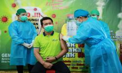Bupati Jadi Penerima Vaksin Pertama di Klungkung Bali