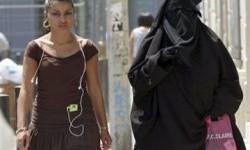 Paradoks Prancis: Wajibkan Masker, Tetap Larang Burqa