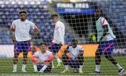 Chelsea Reece James, Ben Chilwell, NGolo Kante dan Kurt Zouma, dari kiri, menghadiri sesi latihan menjelang pertandingan final Liga Champions di stadion Dragao di Porto, Portugal, Jumat, 28 Mei 2021. Chelsea dan Manchester City akan memainkan final Liga Champions pada hari Sabtu.