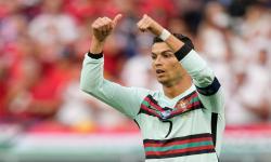 Cristiano Ronaldo dari Portugal beraksi selama pertandingan sepak bola babak penyisihan Grup F Euro 2020 antara Hungaria dan Portugal di Budapest, Hungaria, 15 Juni 2021.