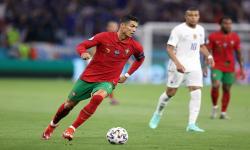 Cristiano Ronaldo dari Portugal beraksi selama pertandingan sepak bola babak penyisihan grup F UEFA EURO 2020 antara Portugal dan Prancis di Budapest, Hongaria, 23 Juni 2021.