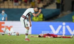 Cristiano Ronaldo dari Portugal bereaksi selama pertandingan babak 16 besar Piala Eropa 2020 antara Belgia dan Portugal di stadion La Cartuja di Seville, Spanyol, Minggu, 27 Juni 2021.