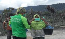 Respons Erupsi Gunung Sinabung, DD Bagikan Ribuan Masker