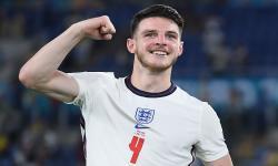 Declan Rice dari Inggris merayakan kemenangan setelah memenangkan pertandingan perempat final UEFA EURO 2020 antara Ukraina dan Inggris di Roma, Italia, 03 Juli 2021.