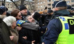 Ratusan Orang Berunjuk Rasa Protes Pembatasan Sosial Swedia