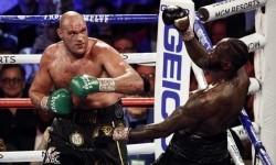 Tyson Fury Petinju Kelas Berat Terbaik 2020