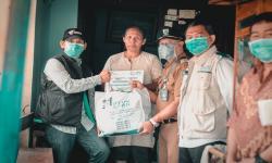 Dompet Dhuafa-YBM PLN Bagikan Paket Sembako dan Kesehatan