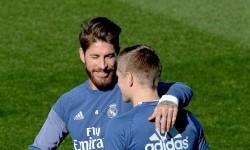 Dua penggawa Real Madrid, Sergio Ramos dan Toni Kroos.