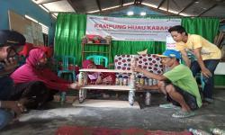 Kader Rumah Zakat dan Pertamina Produksi Bata Ecobrick