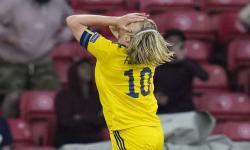 Emil Forsberg dari Swedia bereaksi selama pertandingan sepak bola babak 16 besar UEFA EURO 2020 antara Swedia dan Ukraina di Glasgow, Inggris, 29 Juni 2021.
