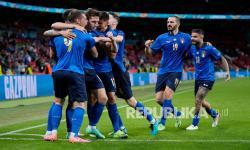 Para pemain timnas Italia mengenakan seragam biru (ilustrasi)