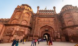 Wisata Situs Bersejarah Red Fort India Mulai Dibuka