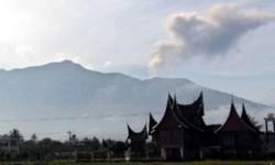 SAR Evakuasi Pendaki yang Jatuh ke Kawah Gunung Marapi