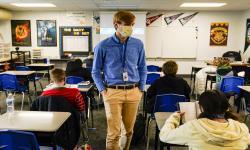 Sekolah New York Jalankan Tes Covid-19 Acak Tiap Pekan