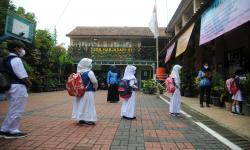 Siswa dan Guru Covid-19, Pemkot Bandung tak Tutup Sekolah