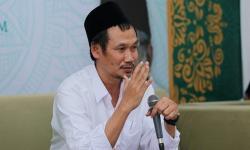 Tangis Gus Baha untuk WNI Muslim yang Bekerja di Luar Negeri