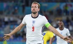 Harry Kane dari Inggris merayakan setelah mencetak gol 0-3 selama pertandingan perempat final UEFA EURO 2020 antara Ukraina dan Inggris di Roma, Italia, 03 Juli 2021.