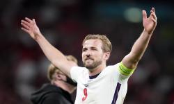 Harry Kane dari Inggris merayakan setelah semifinal UEFA EURO 2020 antara Inggris dan Denmark di London, Inggris, 07 Juli 2021.