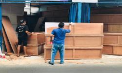 IKA Unair Serahkan 150 Peti Jenazah kepada Enam RS di Jatim