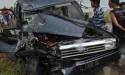 Tabrakan Beruntun Libatkan Mobil Ambulans, Avanza dan Sepeda