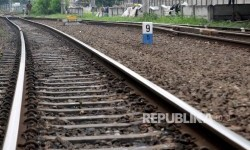 Jalur Rel Tertimbun Longsor di Banyumas Sudah Dibersihkan