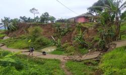 Longsor Terjang Jalan Desa di Cianjur, Akses Warga Terhambat