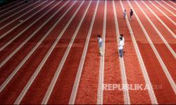 In Picture: Sumbar Perbolehkan Shalat Tarawih Berjamaah di Masjid
