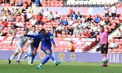 Jordan Henderson saat mengambil penalti untuk timns Inggris saat melawan Rumania.