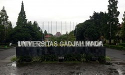 UGM Buka Layanan Call Center Covid-19