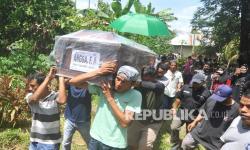 In Picture: Pemakaman Jenazah Korban Sriwijaya Air di Padang dan Kediri