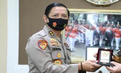 Kapolda Lampung Serahkan Hadiah Pemenang Lomba Folm