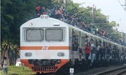 Sejengkal Kematian di Atap Kereta: COD dengan Malaikat Maut