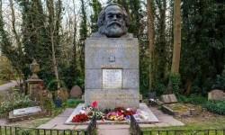 Al Fatihah  dan <em> Ziarah</em> ke Makam Moyang Komunis