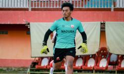 Kiper Muda Madura United Enggan Bersantai Saat Libur Latihan