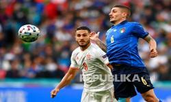 Gelandang Italia Marco Verratti (kanan) dalam pertandingan semifinal kejuaraan sepak bola Euro 2020 antara Italia dan Spanyol di Stadion Wembley di London, Inggris, Rabu (7/7) dini hari WIB.