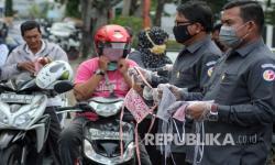 Pemkab Purwakarta Bagikan Masker Gratis ke Warga