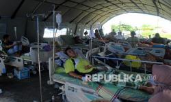 In Picture: Korban Gempa Mamuju Dirawat di Rumah Sakit