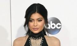 Kylie Jenner Donasikan <em>Hand Sanitizer</em> yang Dibuat Sendiri