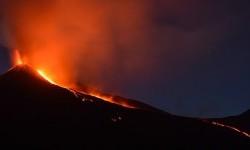 Spanyol Perluas Evakuasi Akibat Aliran Lava Gunung Berapi