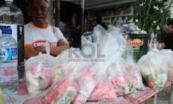 Pedagang Bunga di TPU Indramayu Turun Omzet