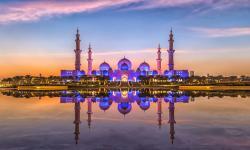 11.000 Orang Kunjungi Masjid Agung Sheikh Zayed Abu Dhabi