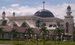 Masjid Agung At-Tin Tetap Selenggarakan Shalat Jumat