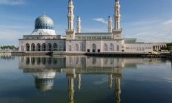 Seluruh Masjid Diizinkan Terima 300 Jamaah Sholat Jumat