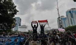 Aksi Demo UU Cipta Kerja Warnai Satu Tahun Jokowi