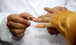 Beda Otoritas Izin Wanita yang Sudah dan Belum Menikah
