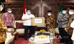 In Picture: Erick Thohir Serahkan Bantuan Kepada PP Muhammadiyah